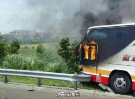 Bus prende fuoco
